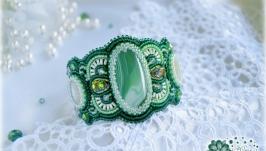 тут изображено Браслет ′Роса′ - агат, жадеит, кристаллы, вышивка бисером