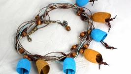Ожерелье из коконов шелкопряда бежевых и голубых