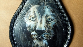 Кожаный брелок Лев