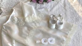 Набор для крещения цвета ivory (платье, пинетки и повязка с цветами) hand m