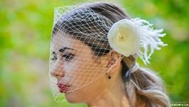 Свадебная вуаль с перьями
