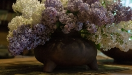 Трехногая ваза