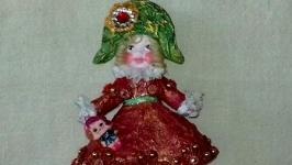 Клара с куклой