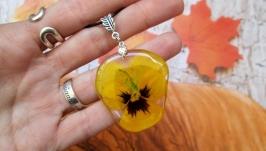Кулон из натурального цветка виолы (Анютины глазки) в ювелирной смоле.