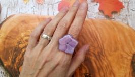 Кольцо из натурального цветка гортензии в ювелирной смоле.