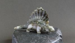 Динозавр диметродон, резьба по камню