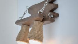 Деревянная бра из дерева на металлических цепях и абажурами из каната