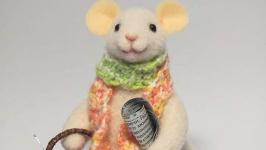Валяная игрушка Мышка Фаня едет на дачу