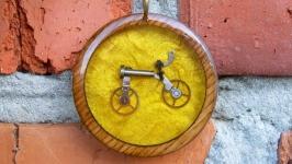 Деревянный кулон в стиле стимпанк с велосипедом внутри