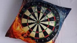 Чехол на диванную подушку ′Дартс′ наволочка на молнии спорт
