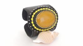 ПРОДАН Вышитый широкий жесткий браслет с агатом Чёрный с жёлтым