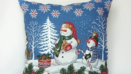 тут изображено Подушка Снеговики