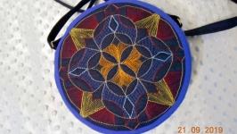 Сумочка таблетка на длинной ручке ′Геометрия′