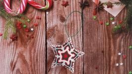Новогодние игрушки Звезда Снежинка из бисера ручной работы