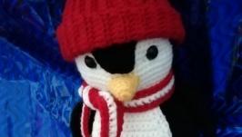 Пингвин в новогоднем наряде
