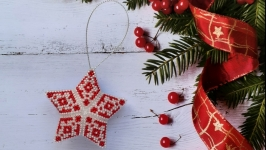Новогодняя игрушка Звезда с узором из бисера ручной работы