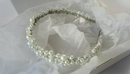 Обруч з білими перлами та намистинами