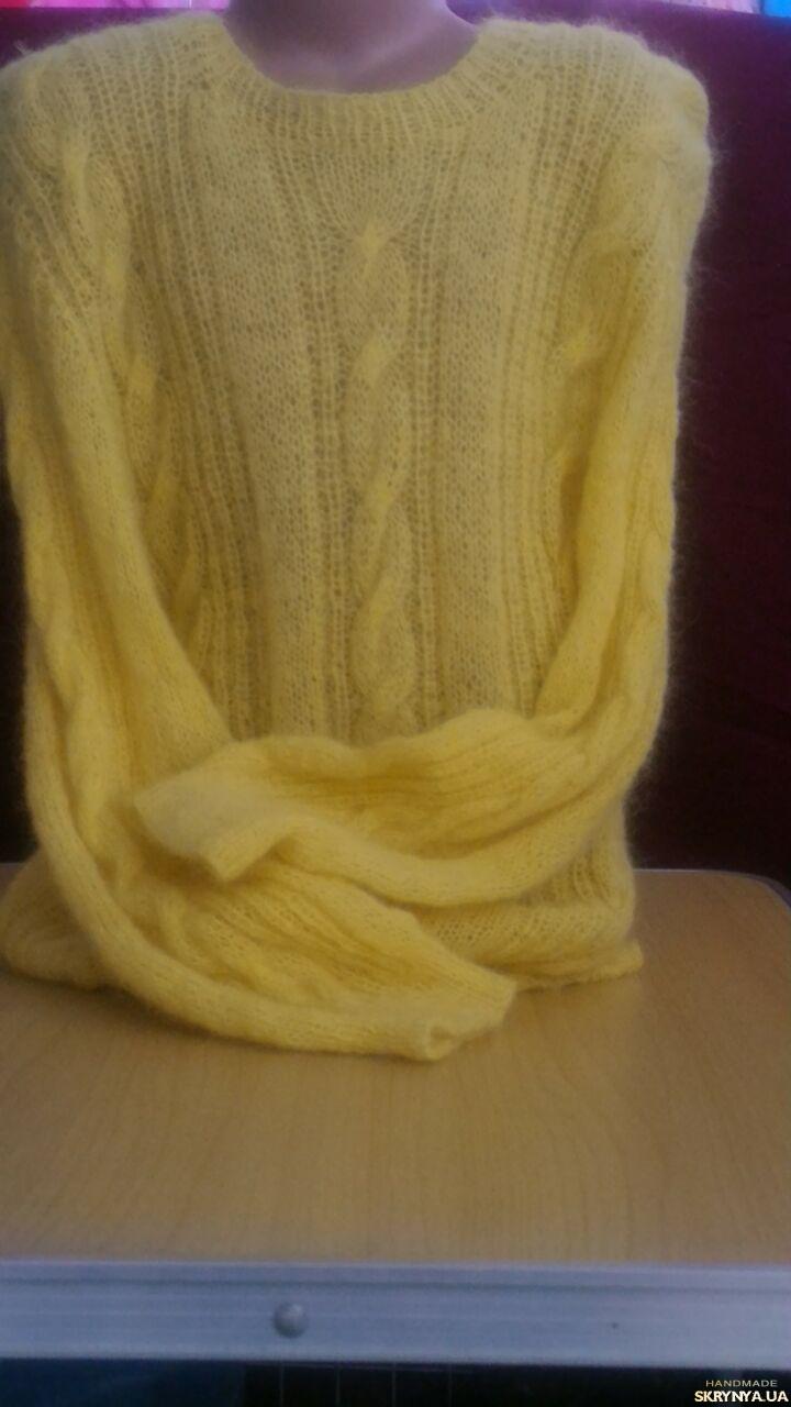 тут изображено Мохеровый свитер