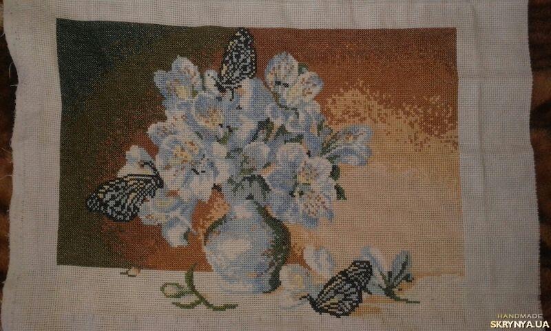 тут изображено ′Цветы и бабочки′