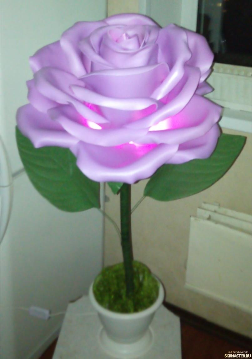 тут изображено Роза из изолона