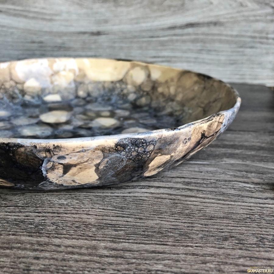 тут изображено Глубокая тарелка из керамики