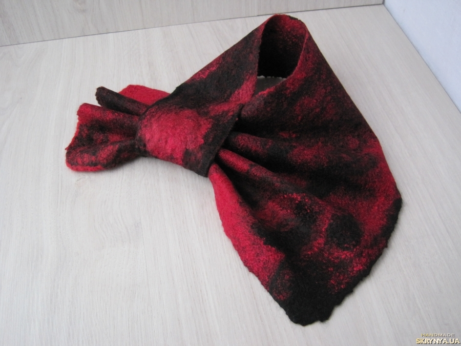 тут изображено Французкая косынка, шейный платок, валяный шарфик