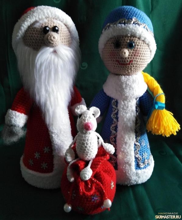 тут изображено Дед мороз и снегурочка