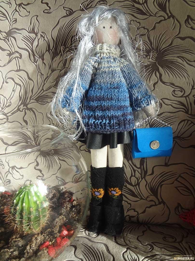 тут изображено Текстильная кукла