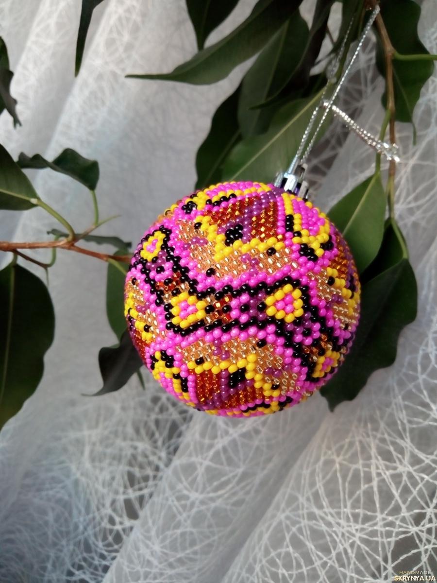 тут изображено Бисерный новогодний шар на елку ′Закат′