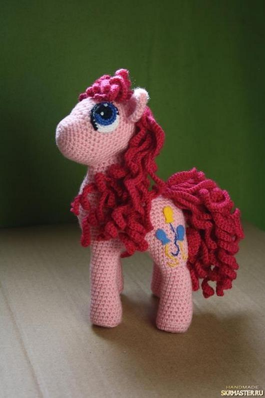 тут изображено пони Пинки Пай