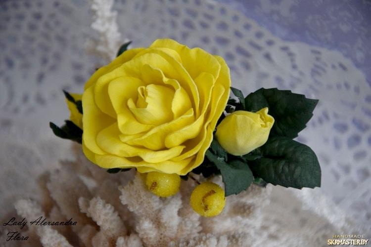 тут изображено Заколка роза
