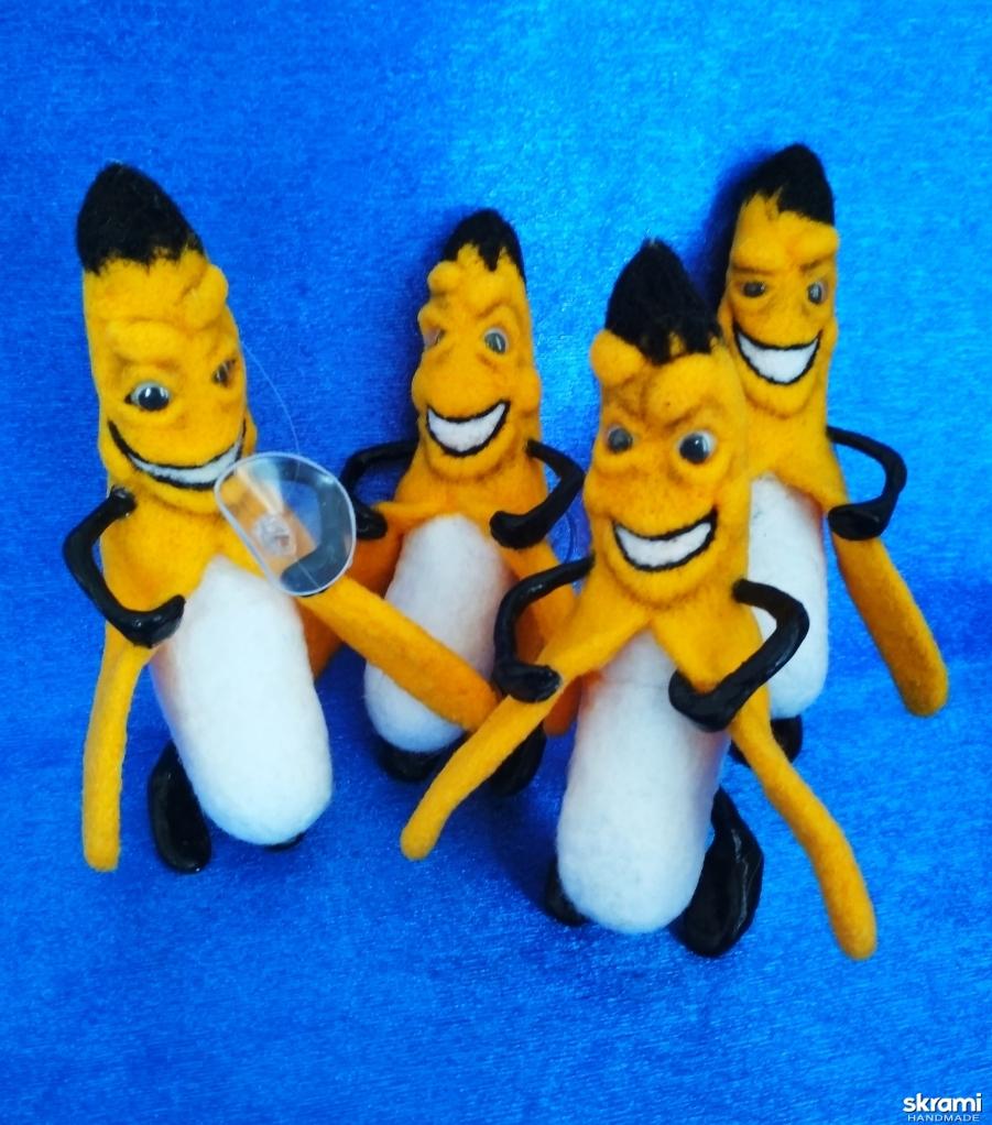 тут изображено Брелок в авто Банан
