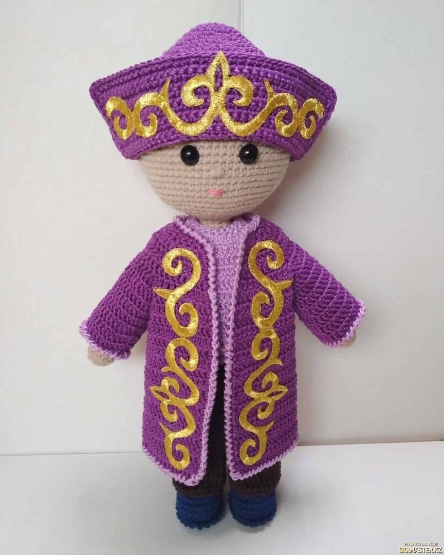 тут изображено Кукла  в казахском национальном костюме