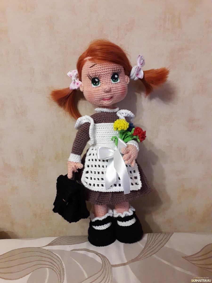 тут изображено Кукла Первоклассница