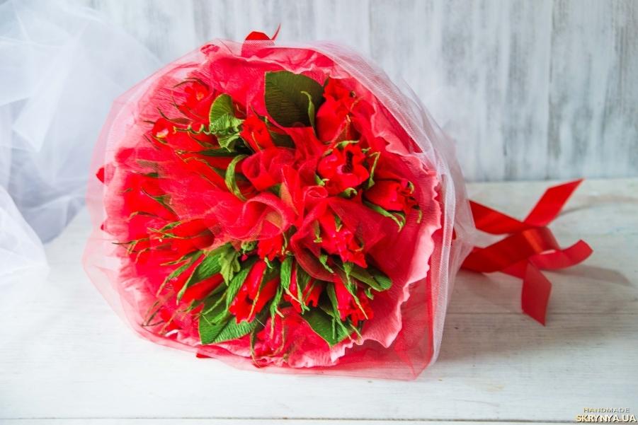 тут изображено Букет из конфет Красные розы