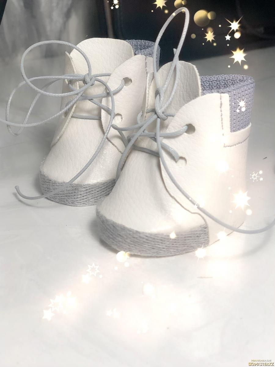 тут изображено Обувь для кукол Тильды и снежки