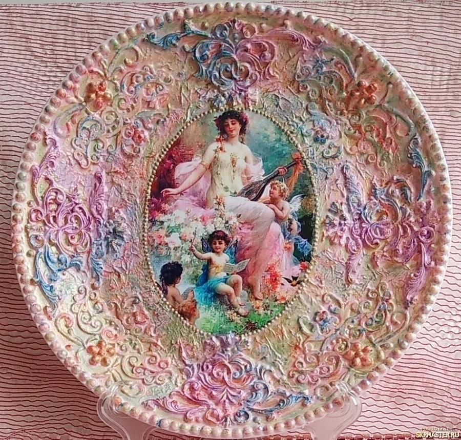 тут изображено Тарелка ′Ангелы в саду.′