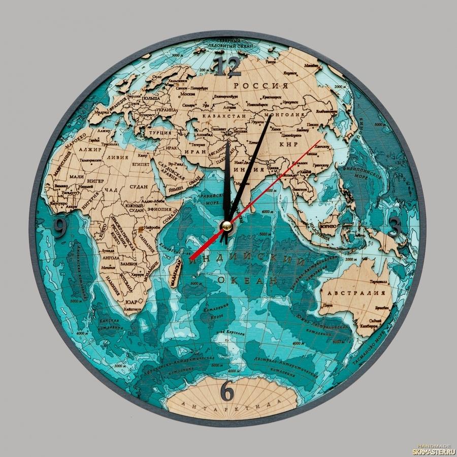 тут изображено Часы ′Восточное полушарие′ двухслойные
