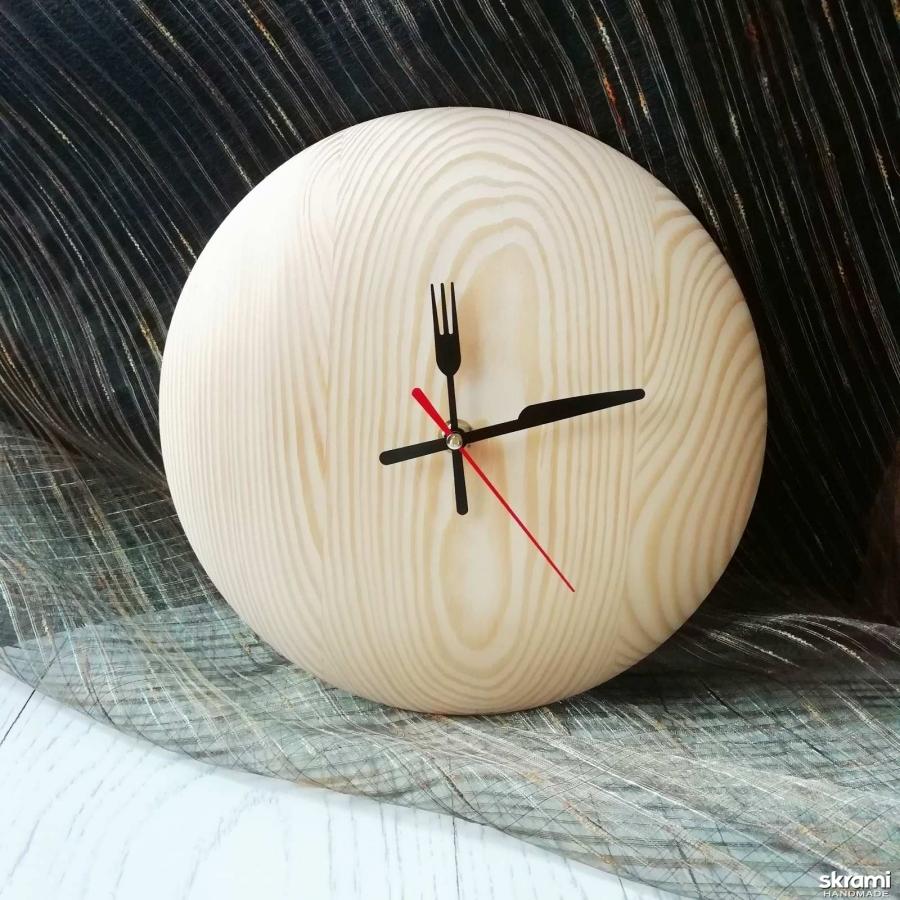 тут изображено Настенные часы из дерева