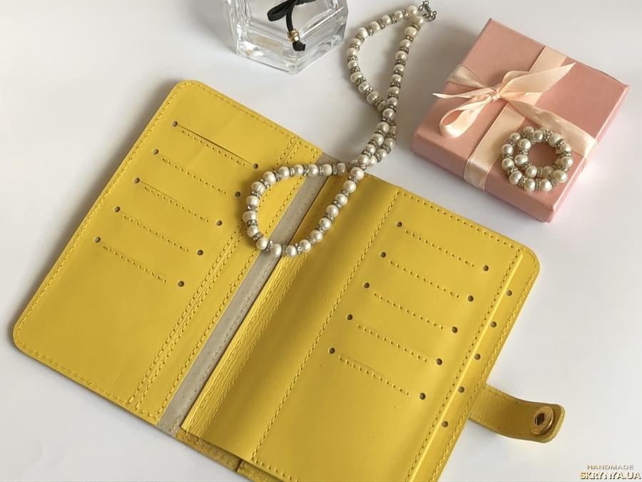 Women's wallet.
