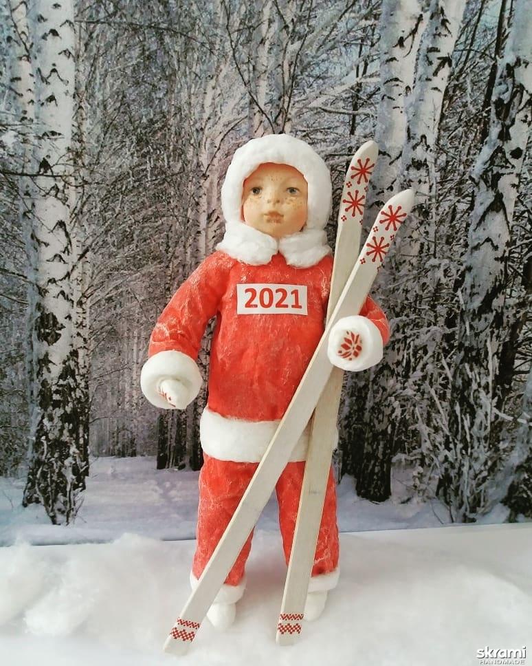 тут изображено Морозики - лыжники. Ватная игрушка на елку.