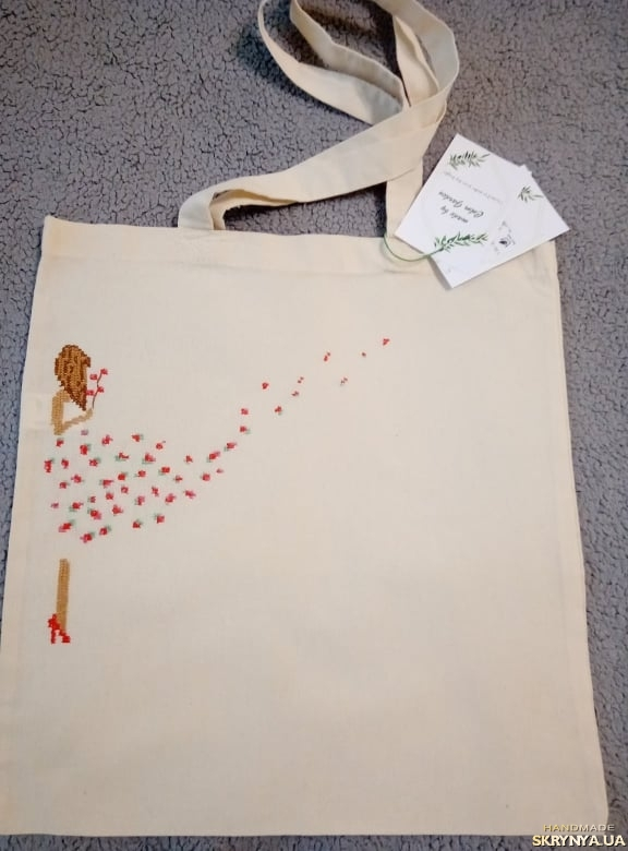 pictured here Shopper bag with embroidery