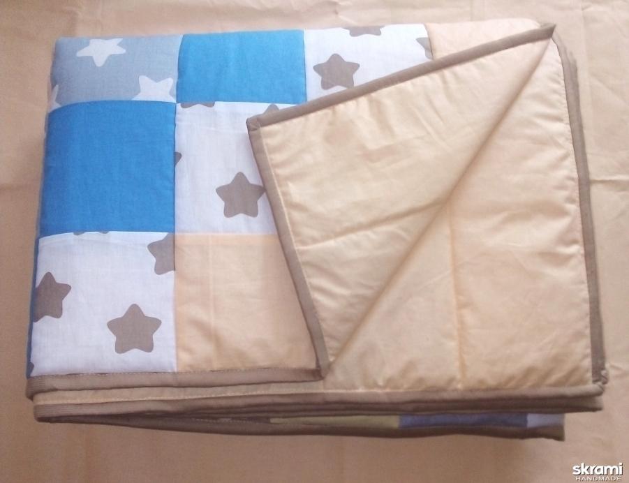 тут изображено Лоскутное одеяло  покрывало