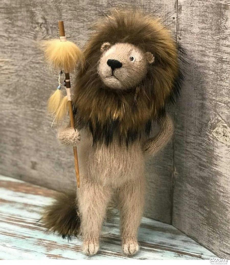 тут изображено Интерьерная игрушка Лев