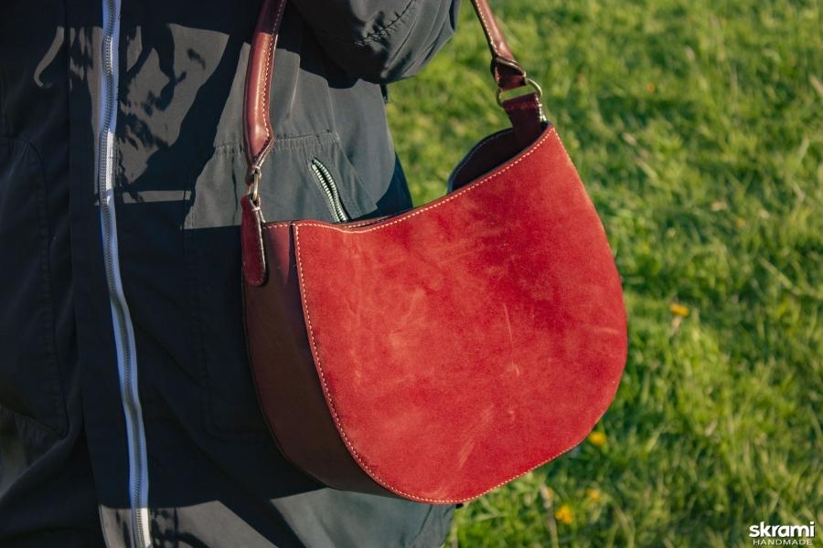 тут изображено Женская кожаная сумка Хобо
