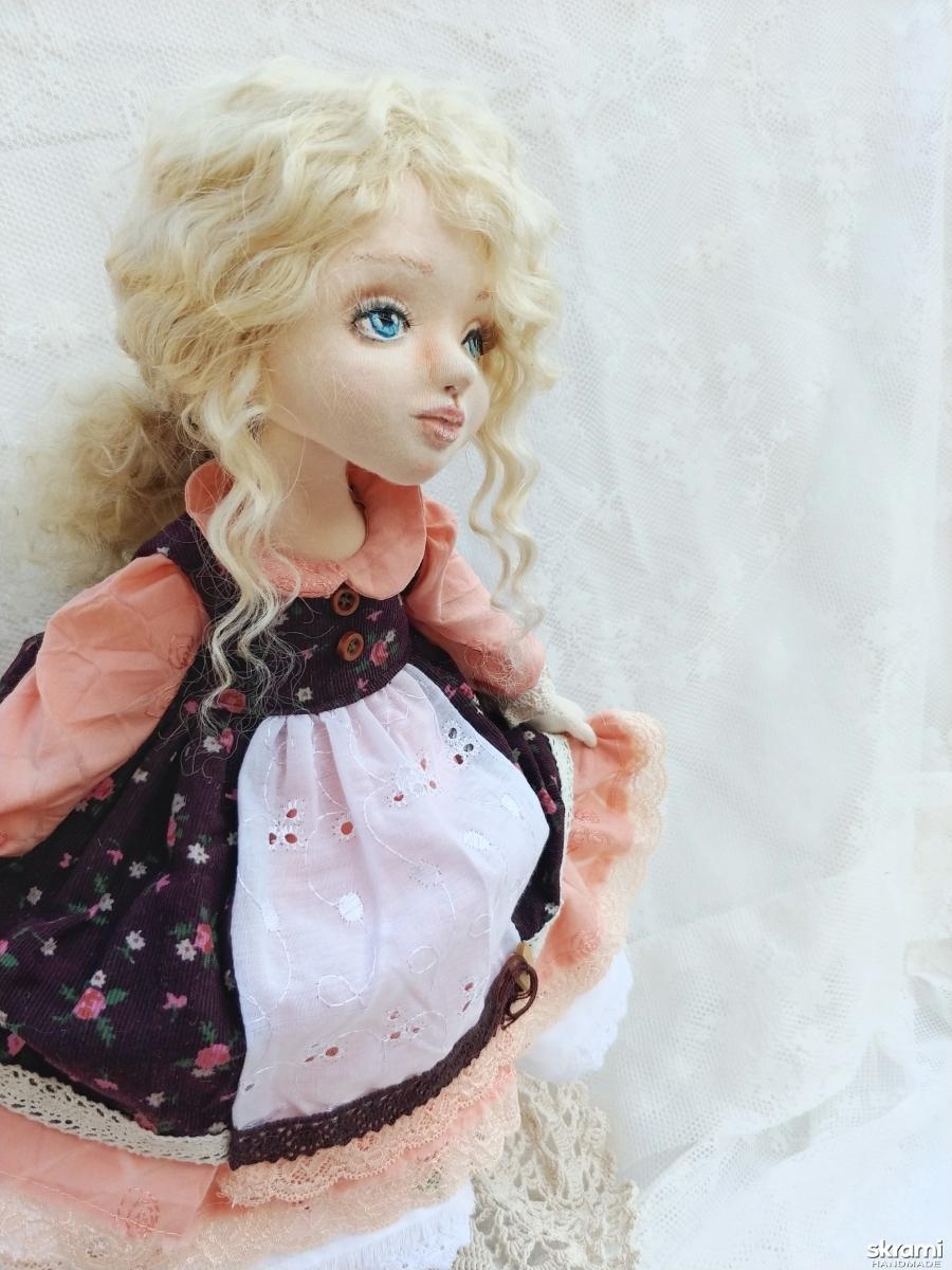 тут изображено кукла ручной работы