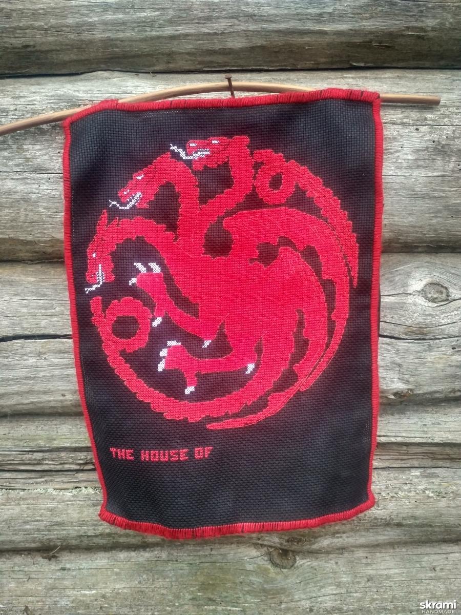 тут изображено Дракон дома Таргариен из Игры престолов