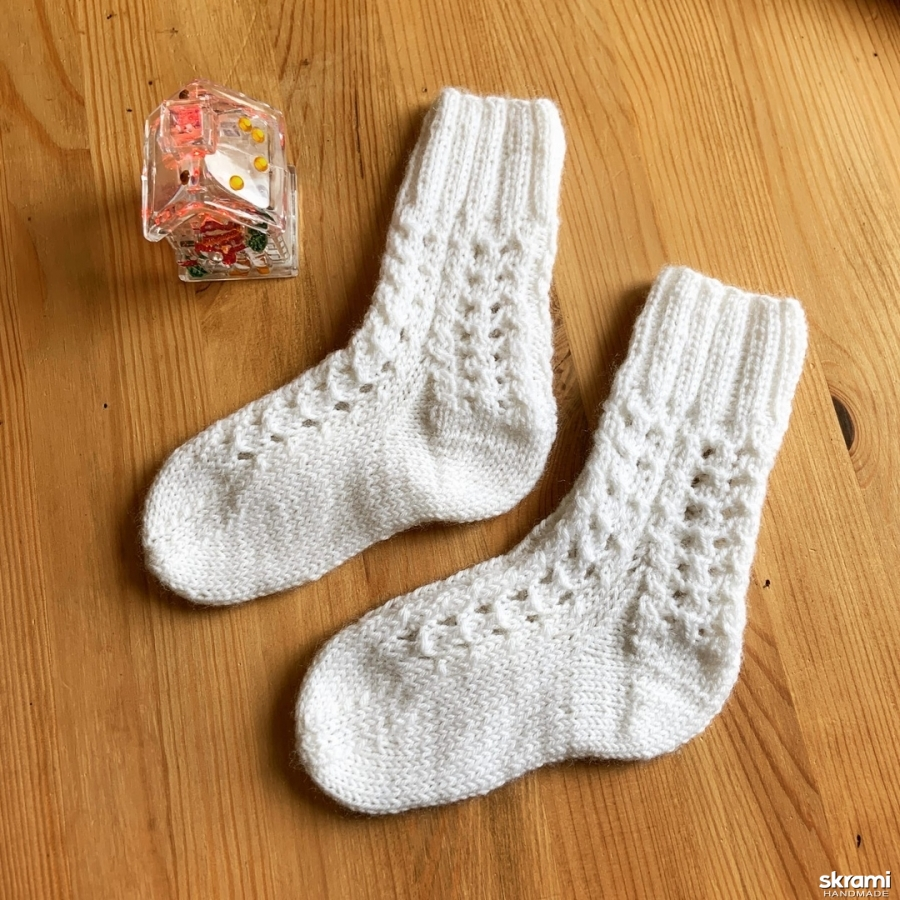 тут изображено Детские носки