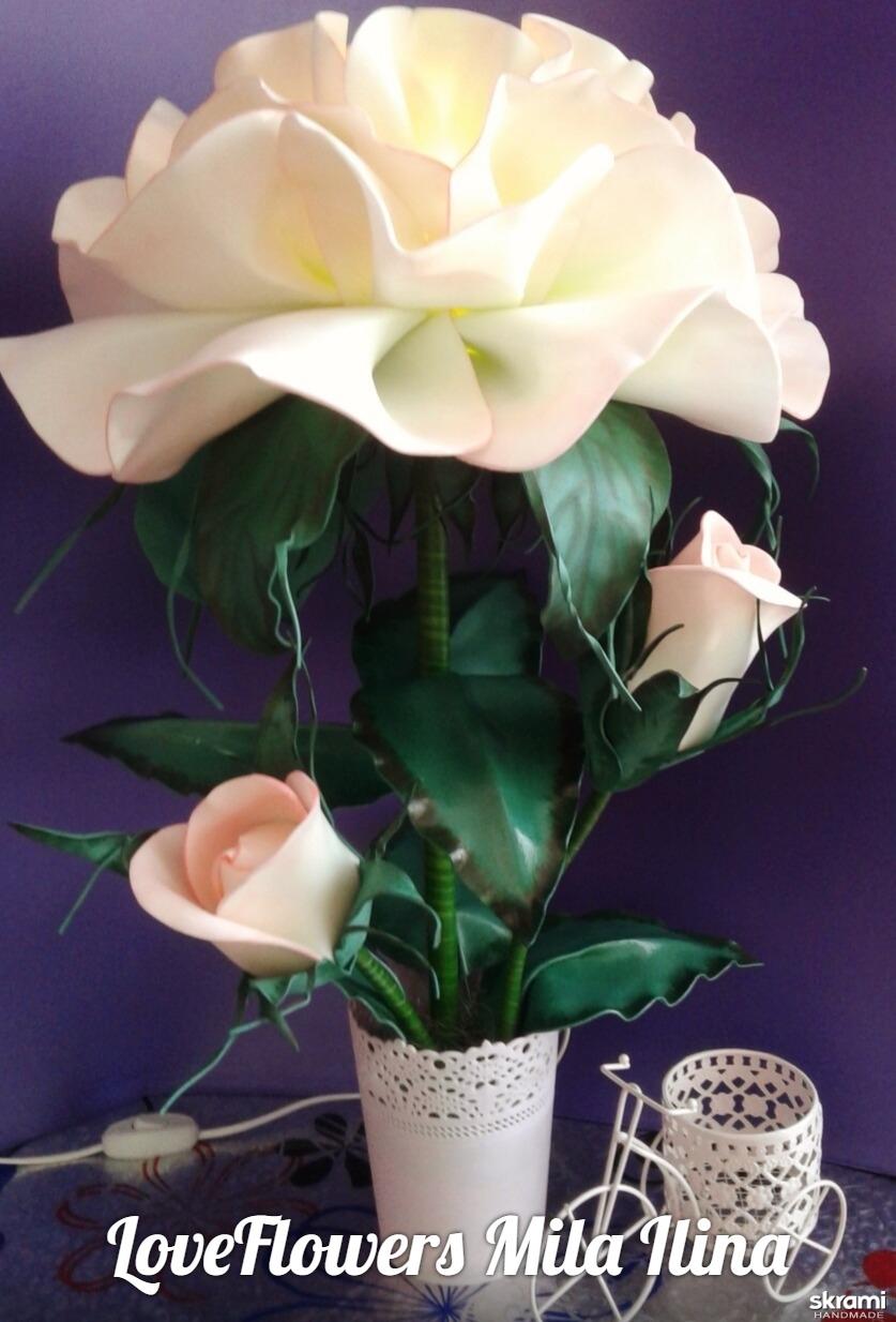 тут изображено Светильник настольный ′Роза Софи′