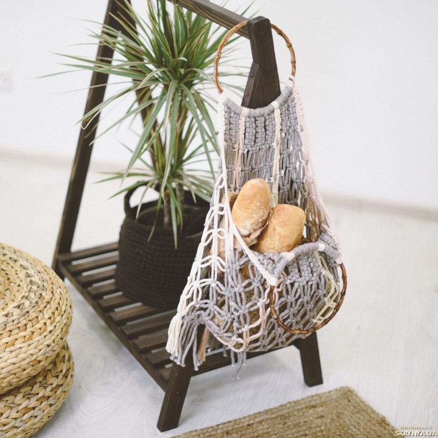 pictured here Macramé bag with wooden handles